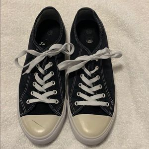 Tennis shoes size men's 10, used with lots of life